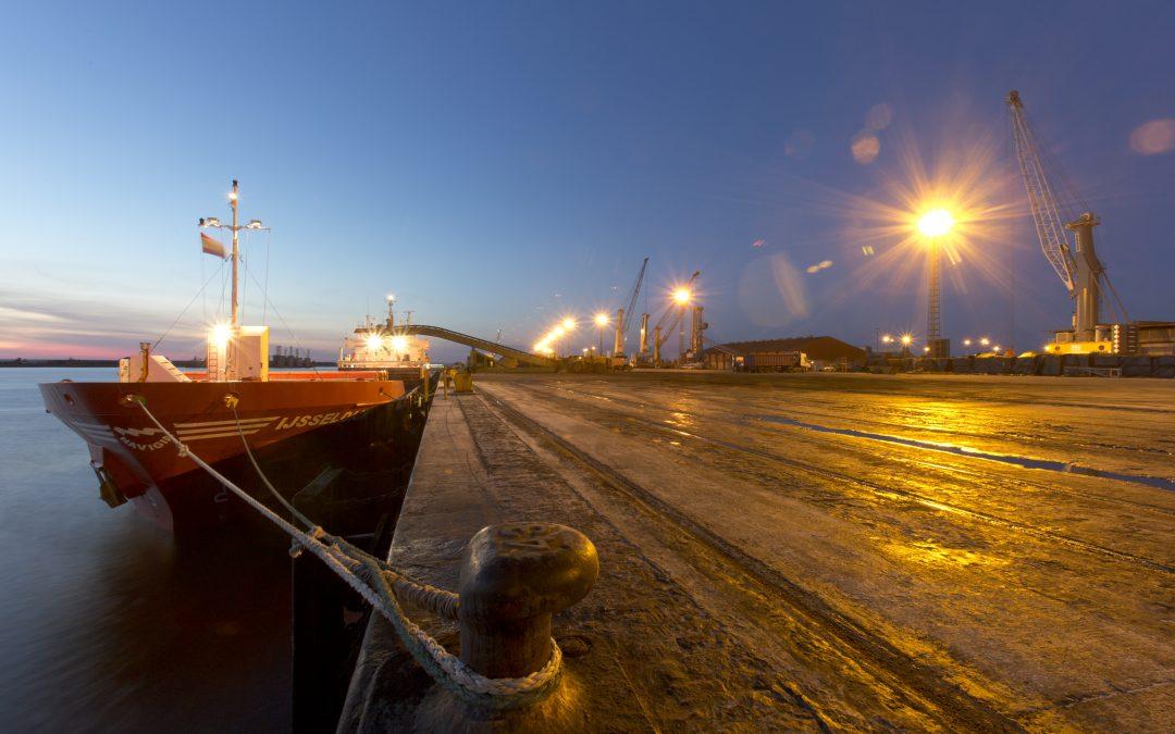 El puerto de Huelva adaptará sus redes de distribución de energía para dar una respuesta más eficiente a la demanda en su zona de servicio