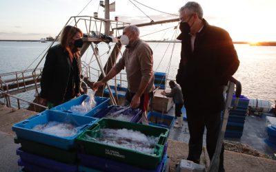 La nueva lonja inicia su actividad para posicionar el sector pesquero onubense