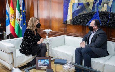 La presidenta de la APH y el alcalde de Aljaraque abordan proyectos de interés común
