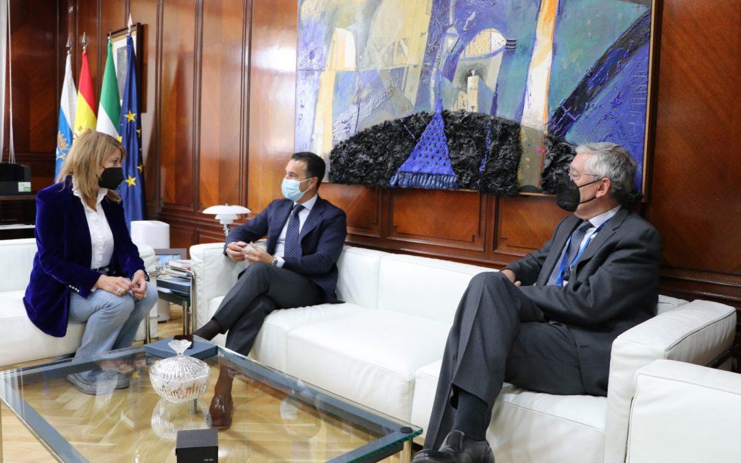 La presidenta de la Autoridad Portuaria de Huelva mantiene un encuentro institucional con el director general de Movilidad de la Junta de Andalucía