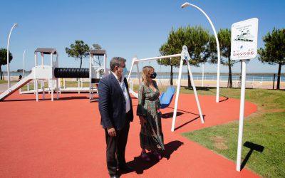 El Puerto de Huelva pone en marcha un parque infantil accesible en el Paseo de la Ría